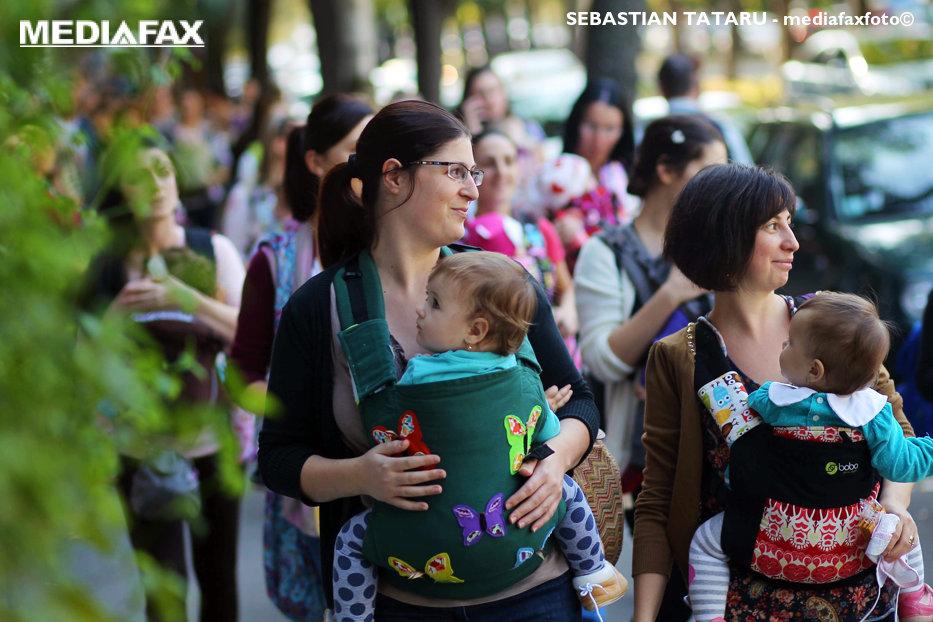 Cioloş spune că nu sunt bani pentru majorarea indemnizaţiilor pentru mame: