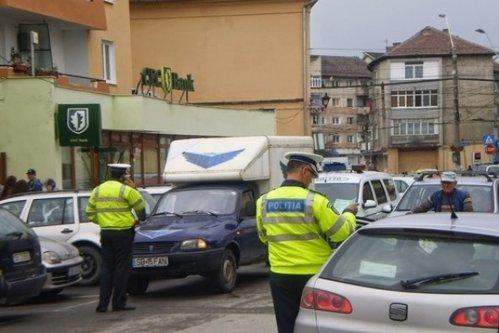 Toţi poliţiştii rutieri din Reghin, REŢINUŢI