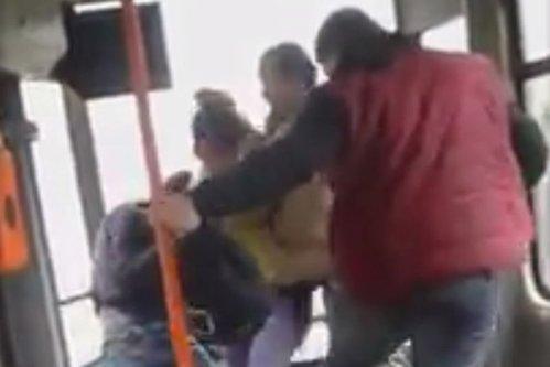 Bătaie în tramvaiul 41 din cauza manelelor