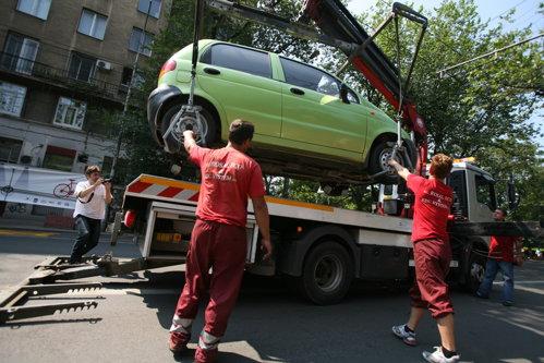 Proiect MAI: Maşinile parcate neregulamentar vor putea fi ridicate din nou