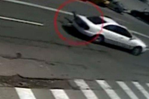 Poliţist din Craiova târât cu maşina de un şofer care a refuzat să se legitimeze