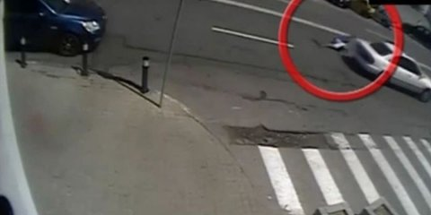 Un poliţist din Craiova l-a oprit la un control de rutină pe acest şofer. Întorsătura neaşteptată pe care au luat-o lucrurile în câteva secunde. Totul a fost filmat