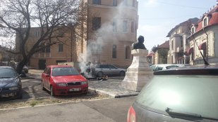 GENIAL! Un român a pus mâna pe localitatea în care trăieşte şi i-a DAT AFARĂ pe toţi politicienii. Cum i-a convins pe locuitori să NU muncească :))