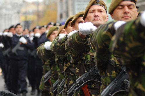 Cum vrea ministrul Apărării să aducă românii în Armată. Ce se întâmplă de la 1 ianuarie 2017