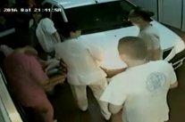 Un român a surprins un medic care pipăia o asistentă în rezerva de la spital. Scandalul a explodat însă când doctorul i-a cerut asta