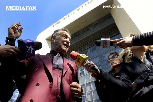 Gigi Becali vrea să dea bani ca să-l salveze pe IPS Teodosie de dosarul penal
