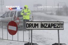 A2, 13 drumuri naţionale şi 21 de drumuri judeţene, închise din cauza viscolului