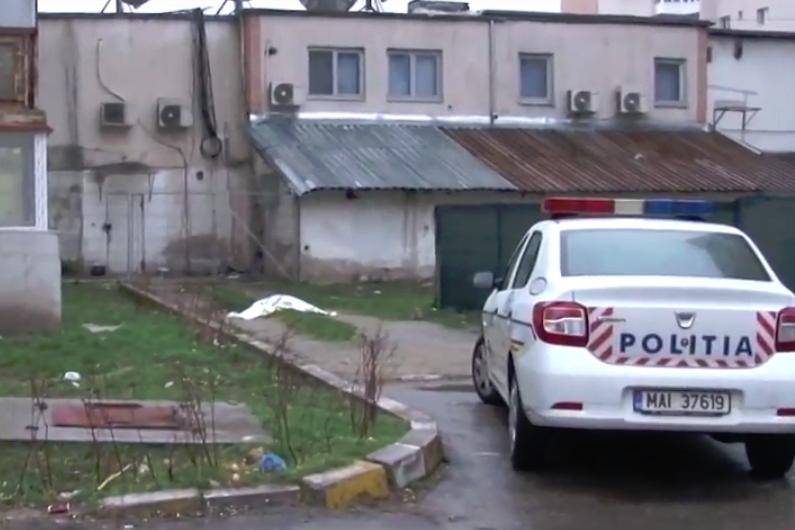 """S-a sinucis la doar 26 de ani într-un mod care aminteşte de jocul online """"Balena albastră"""": s-a aruncat în gol de la etajul 10 al unui bloc din Târgovişte. VIDEO"""
