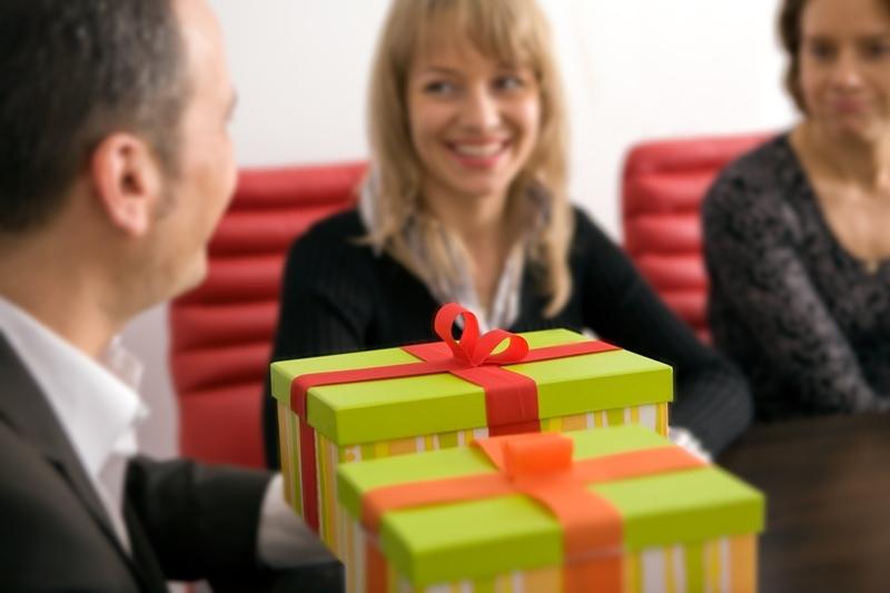Românii au achiziţionat în martie mai multe cadouri ca de Crăciun