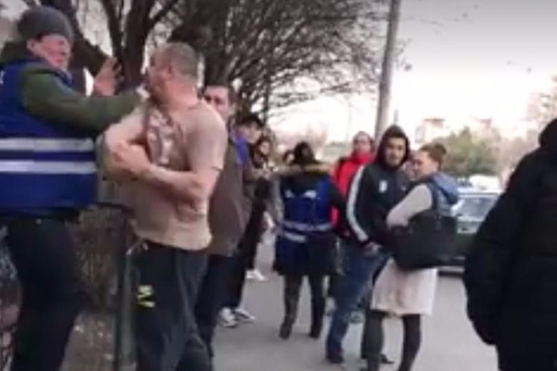 Scene revoltătoare în Bucureşti: tatăl unei fete amendate în RATB i-a bătut pe controlori