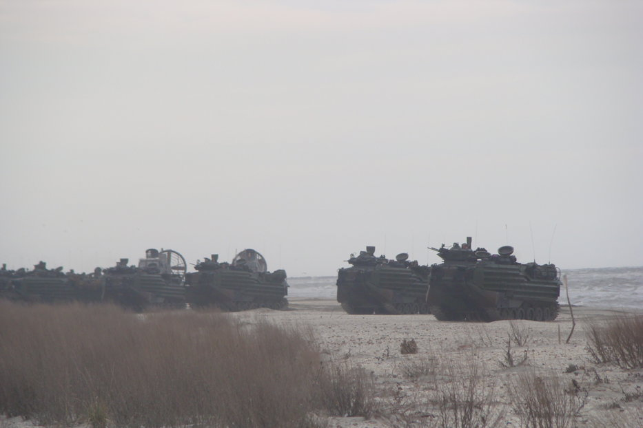 GALERIE FOTO. Exerciţiu miliar româno-american. Elicoptere Puma şi avioane Spartan, la plaja de la Capul Midia