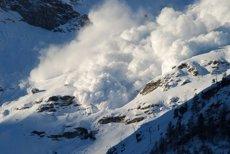 Risc de avalanşă în Munţii Făgăraş