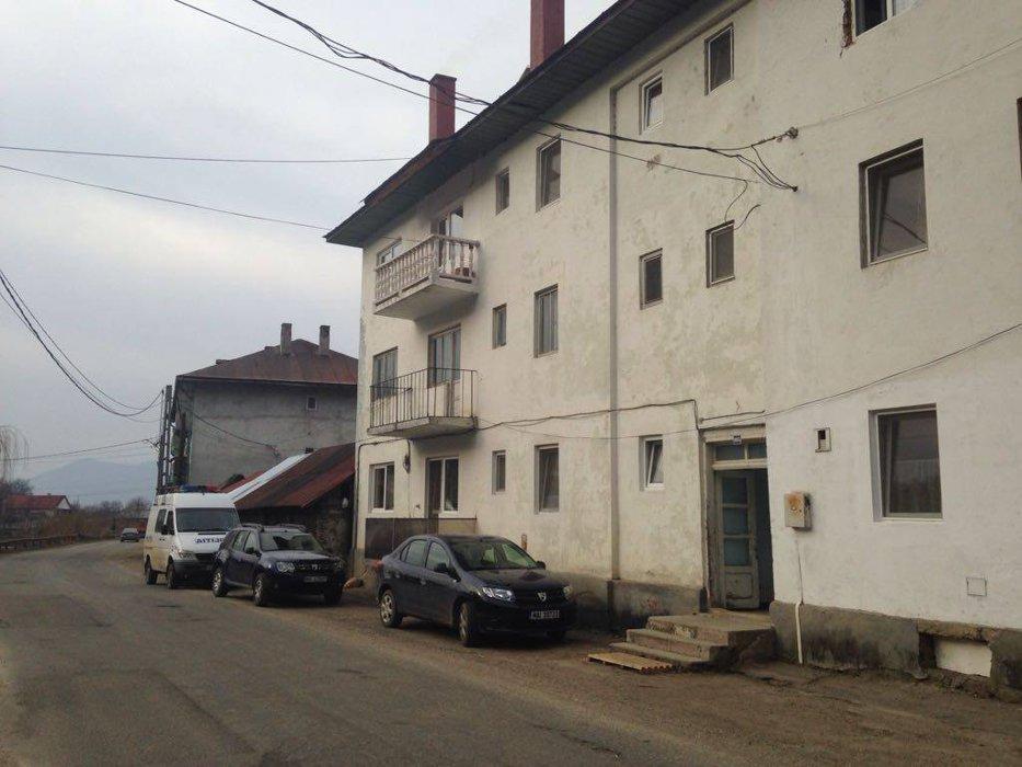 Mama celor trei bebeluşi găsiţi morţi într-un bloc din Bistriţa, reţinută de procurori