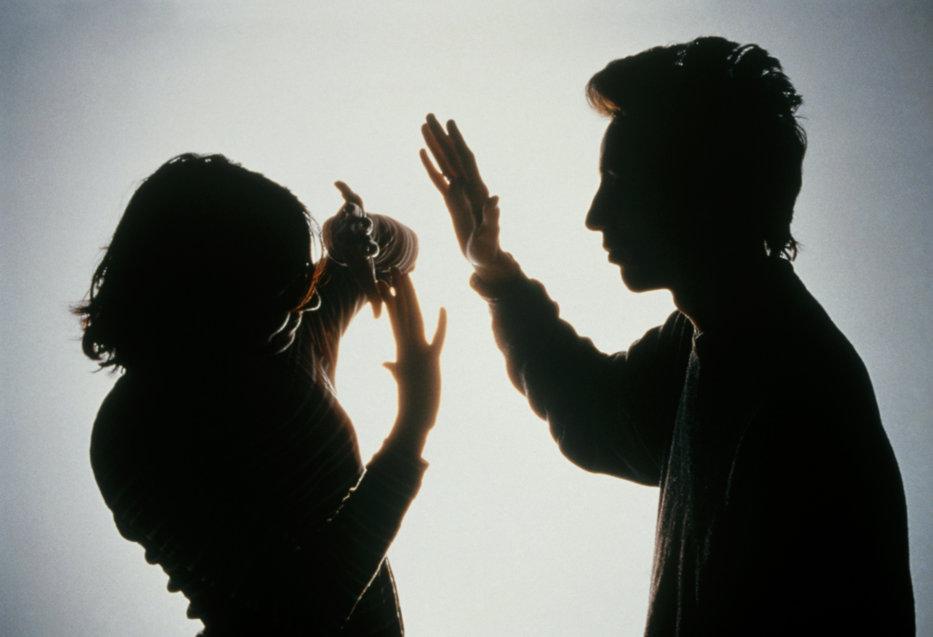 Ordinul de protecţie va fi acordat mai uşor. CCR declară neconstituţional un articol din legea împotriva violenţei în familie