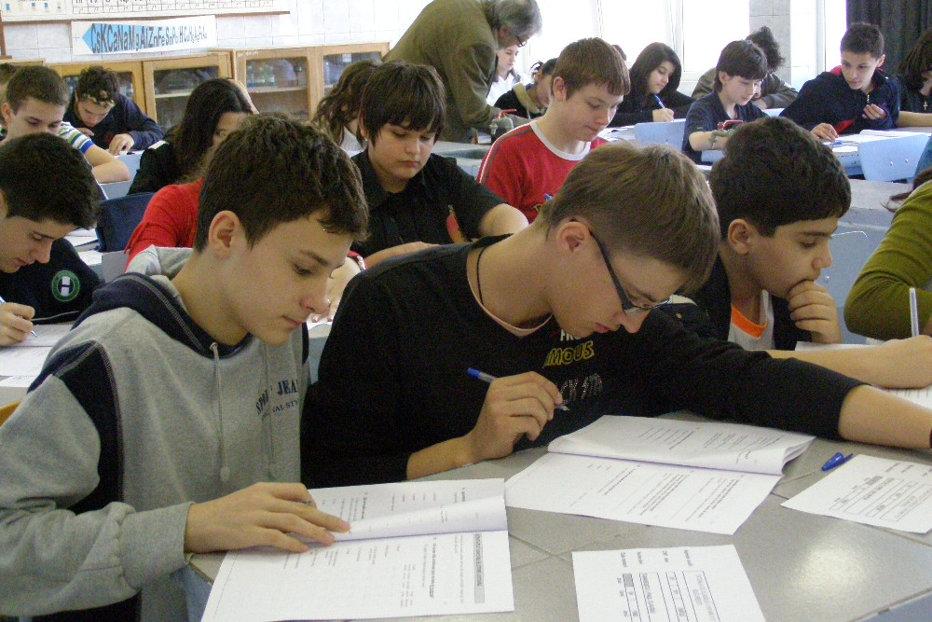 Ţara din Europa în care elevii au primit bani ca să răspundă testelor PISA. Cât de prost stă România