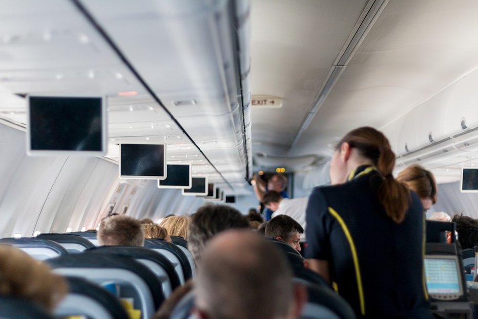Laptop-urile ar putea fi interzise în cabinele avioanelor. Noul protocol de securitate a companiilor aeriene, discutat de SUA şi UE