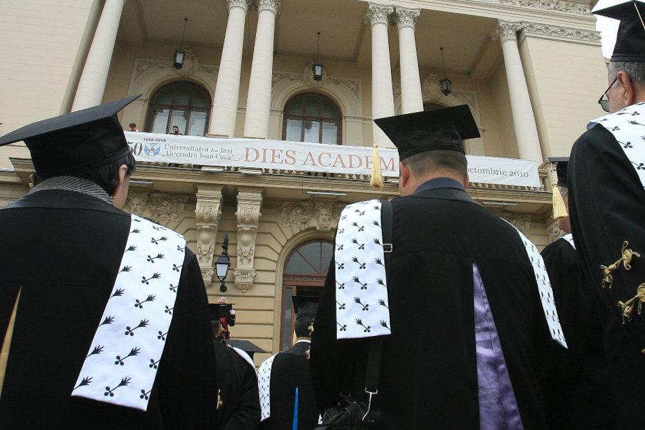 Salarii majorate pentru directorii şi secretarii şefi din universităţi