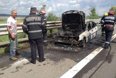 Şoferul acestei maşini a încercat să pornească aerul condiţionat. Pompierii n-au mai avut ce salva
