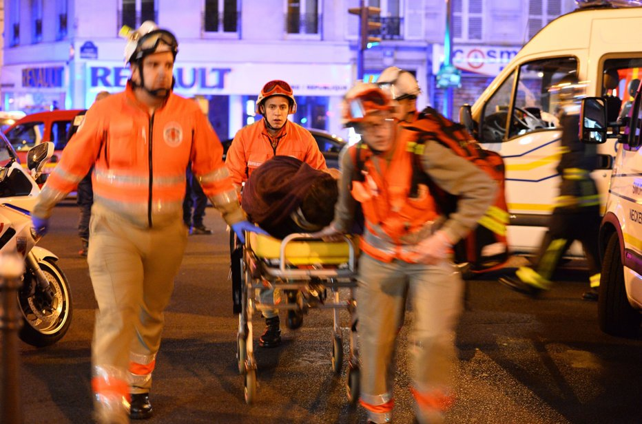 Trei români au fost răniţi în expozia de la Paris: doi dintre ei, în stare foarte gravă