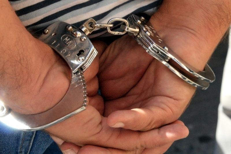 Un poliţist aflat în concediu a imobilizat un bărbat care ameninţa oamenii cu o armă