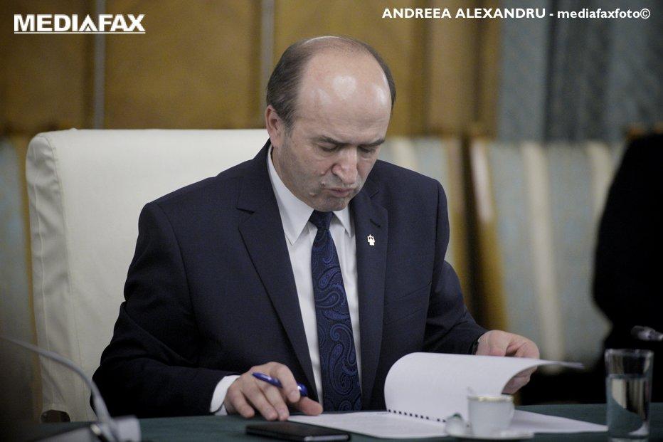 Toader dă drumul comisiei de verificare a arhivei SIPA şi are situaţia certificatelor ORNISS ale celor care au intrat