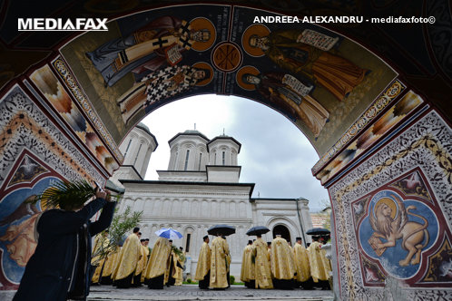 Sfântul profit al Bisericii Ortodoxe. Ce excedent au declarat la Finanţe eparhiile BOR şi câţi bani au cheltuit în scop social-filantropic