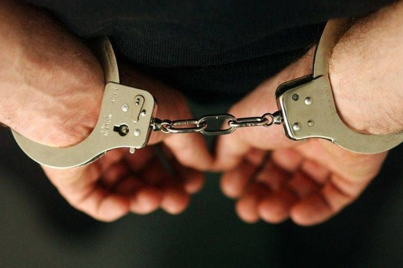 Bărbat de 40 de ani, arestat după ce şi-a violat fiica minoră timp de 9 ani. Copila le-a spus anchetatorilor că era violată de la 5 ani şi că nimeni nu a luat măsuri