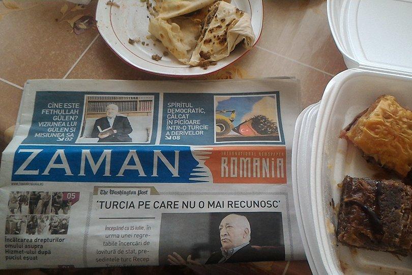 Ziar de propagandă pro-Gulen şi anti-Erdogan, distribuit gratuit la un festival turcesc. FOTO