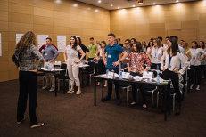 """Proiectul unic în România unde vin să predea profesori de la  Harvard şi Stanford. """"Căutăm oameni care vor să se schimbe ei înşişi, dar şi comunitatea din care vin"""""""