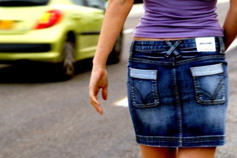 Motivul pentru care femeile cu fuste scurte şi bărbaţii în pantaloni scurţi nu pot intra în Prefectura Gorj