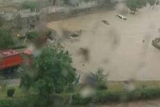 Zeci de case şi străzi inundate pe litoral, în urma ploilor. FOTO