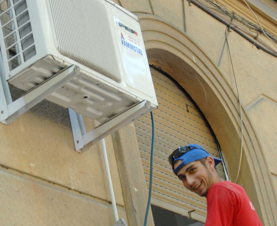 La ce temperatură trebuie reglat aerul condiţionat când afară sare de 40 de grade. 10 reguli obligatorii când e caniculă