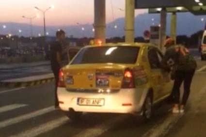 """Doi turişti străini, pe punctul de a fi lăsaţi fără haine de un taximetrist care le-a cerut """"taxă de bagaj"""". VIDEO scandalos"""