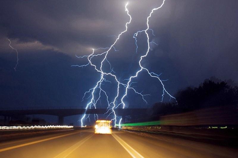 România, sub Cod PORTOCALIU de caniculă şi furtuni. Ce maxime sunt anunţate