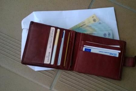 Ce a făcut un poliţist angajat de câteva luni, când a găsit un portofel plin cu bani
