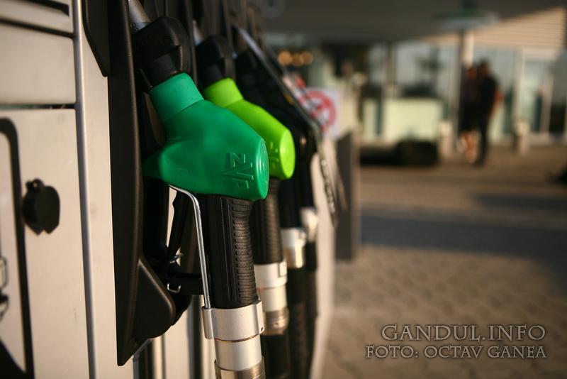 Replica transportatorilor la majorarea accizelor: Şoferii vor alimenta de afară sau vor falimenta în ţară