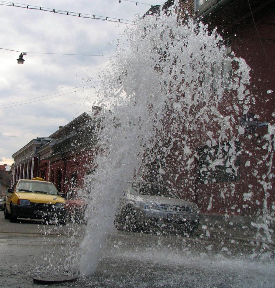 Comuna din România care are atâtea piscine încât a rămas fără apă