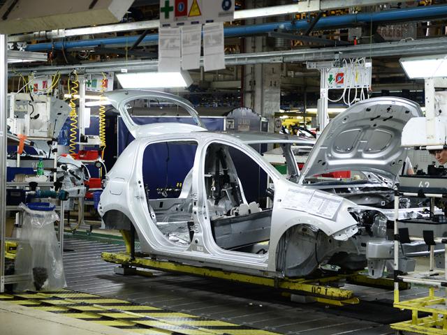 Renault anunţă lansarea de noi modele, dar nu în România. Unde se mută producţia pentru Duster şi Symbol