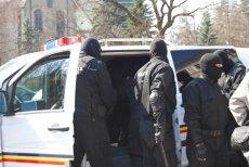 Poliţiştii suceveni au găsit pe stradă o geantă plină cu bani. Ce a urmat după ce au identificat-o pe posesoare. FOTO