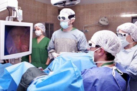 Neurochirurgii de la Colentina care acuzau conducerea de reducerea personalului demisionează.