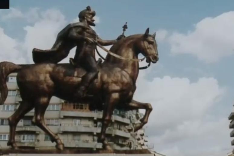 """Cum a fost restaurată în """"cromatică occidentală"""" statuia lui Mihai Viteazul din Târgovişte. Localnic: """"Arată oribil, chicios"""""""