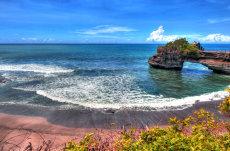 Avertizare de călătorie pentru Indonezia. Zona frecventată de turiştii români în pericol după erupţia unui vulcan