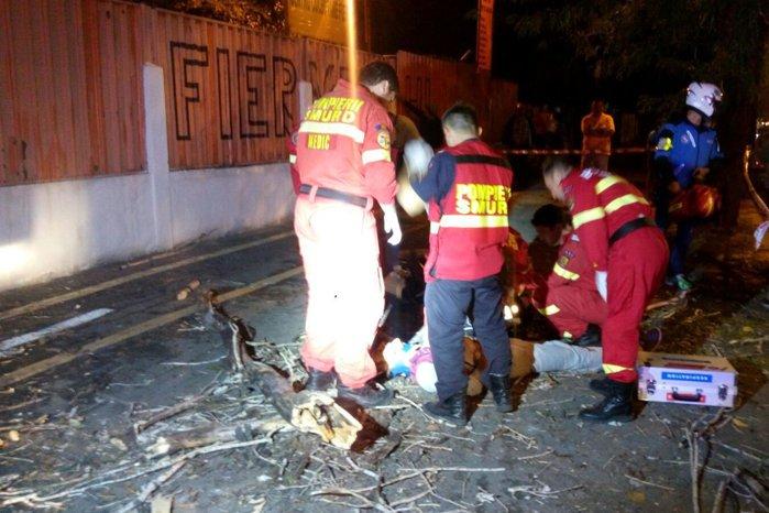 Un mort, şase maşini avariate şi 14 copaci căzuţi în Bucureşti, după furtună
