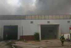 Incendiu violent la o hală din Bucureşti. Există pericol de explozie. FOTO şi VIDEO