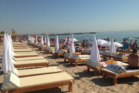 Românii nu se mai înghesuie să lucreze pe litoral. Hotelierii români, obligaţi să caute angajaţi în Asia