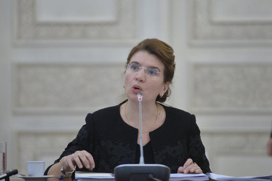 Soluţia găsită de ministrul pentru românii de pretutindeni după ce Poroşenko a promulgat legea care limitează predarea în limbile minorităţilor din Ucraina