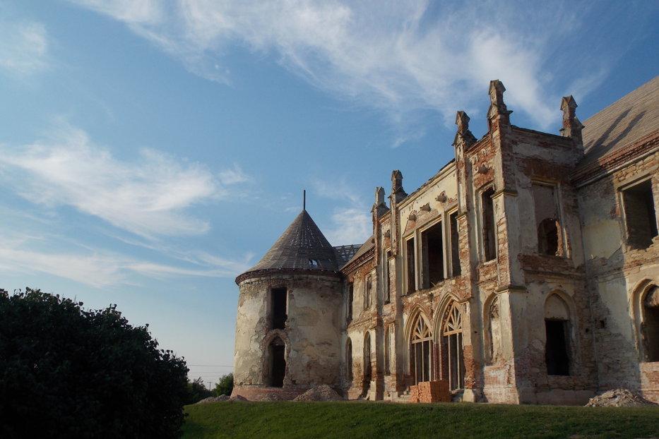 Ce se întâmplă cu Castelul Bánffy, unde are loc festivalul Electric Castle. Anunţul autorităţilor