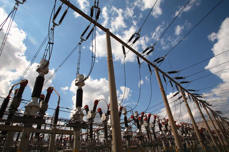 Gazele şi energia electrică se scumpesc de la 1 octombrie. Câţi bani vor scoate în plus românii din buzunare