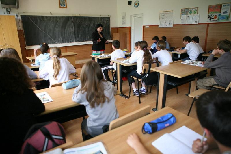 Câte şcoli din Capitală ar putea fi închise la finalul anului pentru că nu au avizul ISU