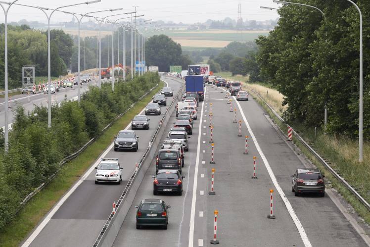 Opt români, răniţi într-un grav accident în Belgia